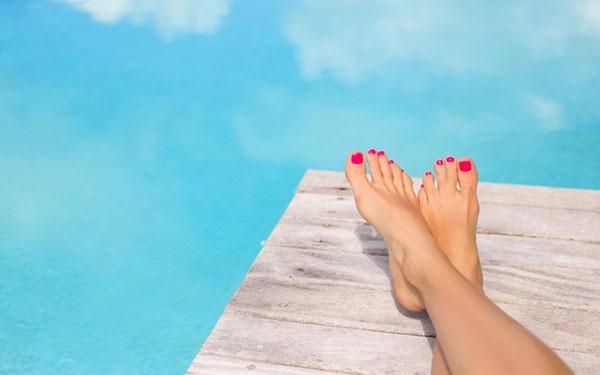 Jak zadbać o stopy? Praktyczny poradnik pielęgnacji stóp