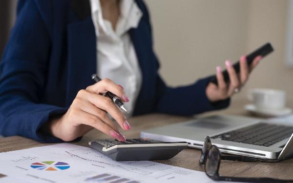 Konto firmowe a konto prywatne? Czy można prowadzić firmę bez konta firmowego?