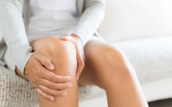 Dolegliwości zdrowotne w pracy stojącej: bóle nóg, kręgosłupa, żylaki